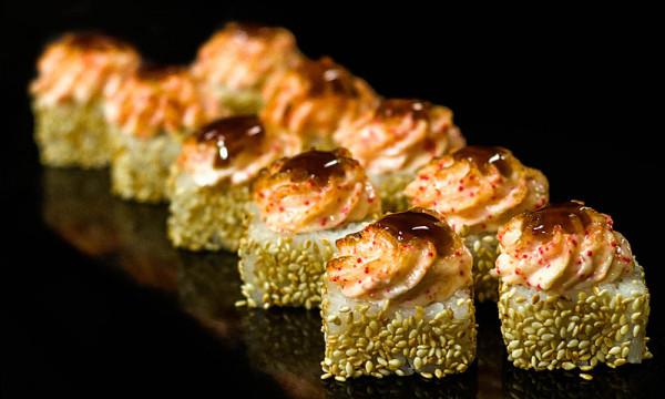 Ролл запеченный Фьюжн хот с тигровой креветкой