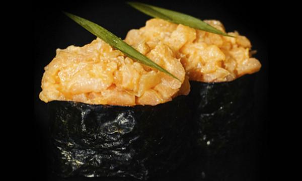 Гункан Сяке спайси с лососем
