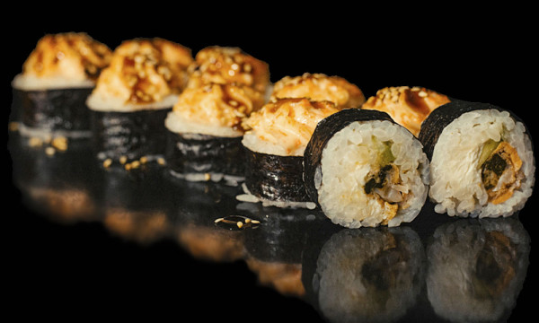 Ролл запеченный Кайёси хот с мидиями