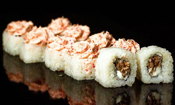 Холодный ролл Лава с жареным лососем