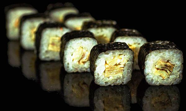 Мини ролл Томаго маки с японским омлетом